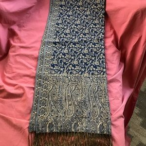 Accessories - Patterned shawl